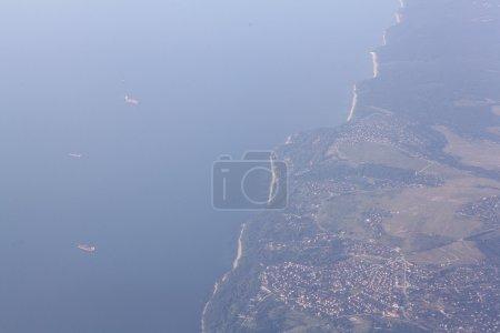 Photo pour Terre vue du ciel nuages du plan - image libre de droit