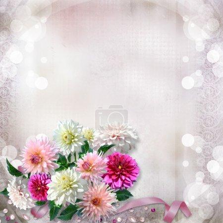 Photo pour Vintage magnifique fond doux avec dahlias fleurs - image libre de droit