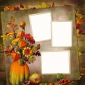 Pozadí s rámy, kytice podzimní listí a plodů ve váze z dýně