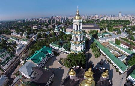 Photo pour Vue aérienne de la laure de Kievo-Petchersk au printemps - image libre de droit