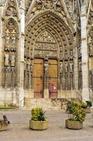 Photo pour L'intérieur de l'église. Mosaïques et fresques, décoration architecturale en marbre, passerelles en mosaïque et marbre, tissus, vaisseaux sanguins et bijoux en métaux précieux - image libre de droit