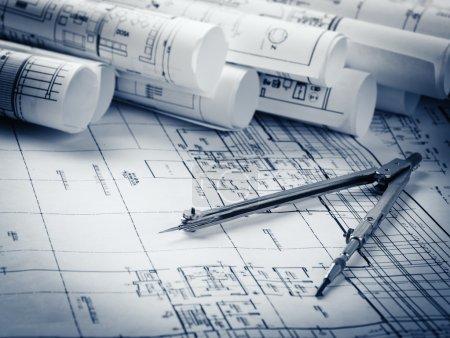 Rollen von Architekturentwürfen und Hausplänen