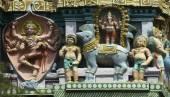 Shiva jako slon slayer na Gopuram
