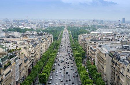 Photo pour Champs Elysées de l'Arc de Triomphe à Paris, France - image libre de droit