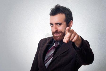 Photo pour Homme d'affaires attrayant pointant un doigt vers vous - image libre de droit