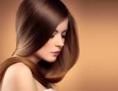 довге волосся жінка