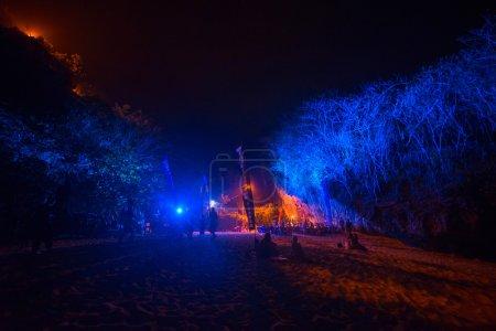 Photo pour Concert sur la plage à la musique de nuit, partie sur Bali, Indonésie - image libre de droit
