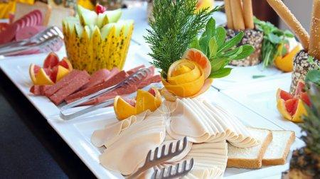Photo pour Buffet de cuisine au restaurant. tout compris. petit déjeuner buffet. - image libre de droit
