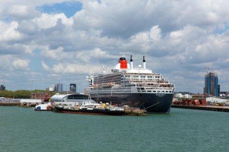 Queen Mary 2 ocean going transatlantic liner and c...