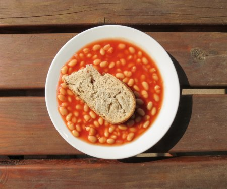 Baked beans in tomato sauce with day-old bread...