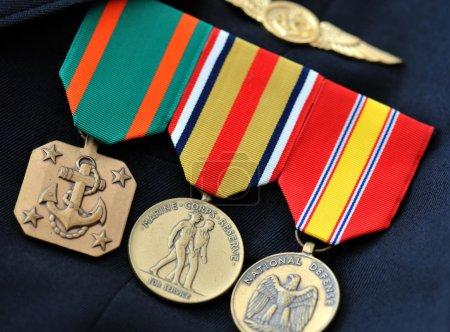 Photo pour Médailles du Corps des Marines en uniforme - image libre de droit