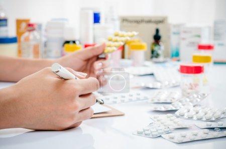 Haufen von Medikamenten
