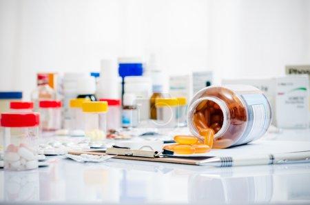 Medizin-Kapseln und Tabletten