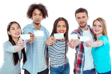 Imagen de jóvenes amigos multiculturales