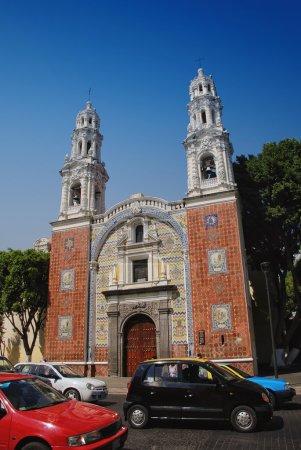 Foto de Iglesia Nuestra Señora de Guadalupe, Puebla, México. Utiliza el famoso local cerámica talavera en patrones coloridos en la fachada - Imagen libre de derechos
