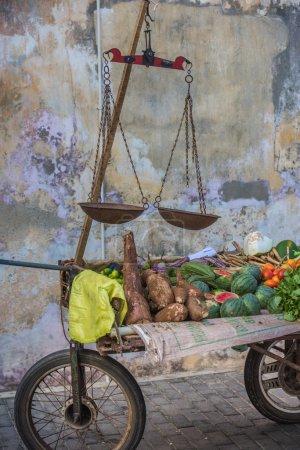 Straßenstand mit Gemüse