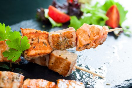 Grilled tuna and salmon brochettes.