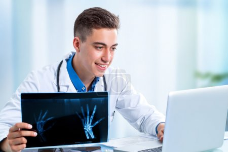 medical student with laptop x ray