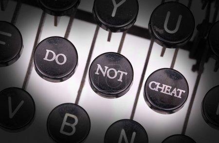 Photo pour Machine à écrire avec boutons spéciaux, ne triche pas - image libre de droit