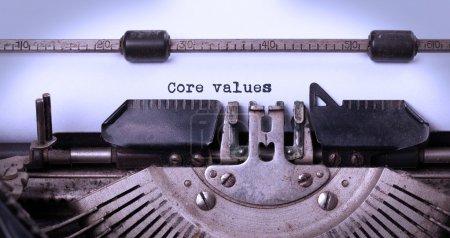 Photo pour Inscription Vintage faite par vieille machine à écrire, valeurs fondamentales - image libre de droit