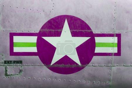 Photo pour Queue d'avion de guerre du Viêt Nam affichée à Saigon (Vietnam), violet - image libre de droit