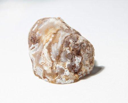 Photo pour Belle pierre de cristal sur le fond neutre - image libre de droit