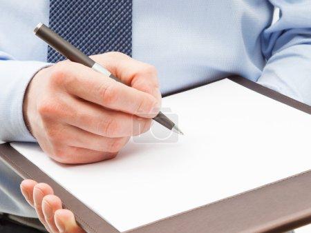 Photo pour Homme d'affaires, signer un contrat, closeup shot - image libre de droit