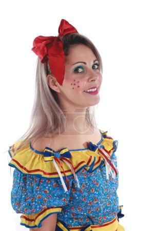 Photo pour Femme brésilienne portant des vêtements typiques pour la Festa Junina - image libre de droit