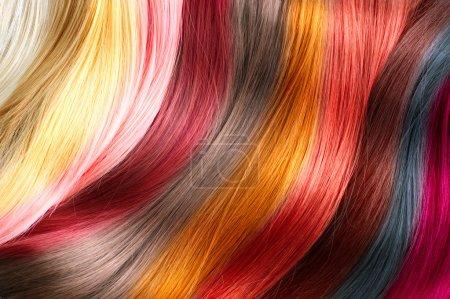 Photo pour Palette de couleurs de cheveux. Échantillons de couleur de cheveux teints - image libre de droit