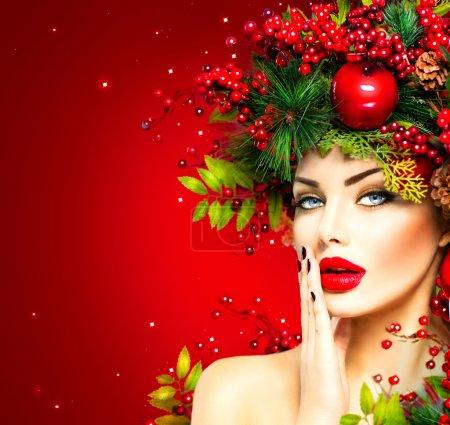 Foto de Mujer de modelo de moda de Navidad. Maquillaje y peinado de Navidad - Imagen libre de derechos