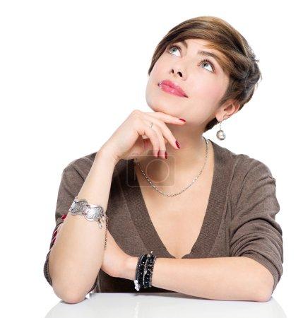 Photo pour Pensant jeune femme beauté levant les yeux, isolé sur blanc - image libre de droit