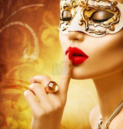 woman wearing venetiancarnival mask