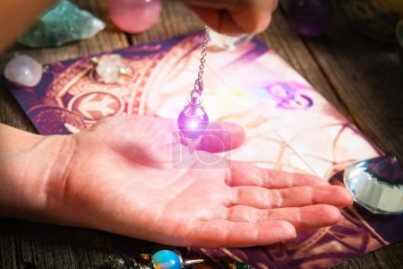 Palm reading with pendulum