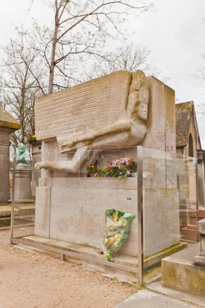 Tomb of Oscar Wild in Paris