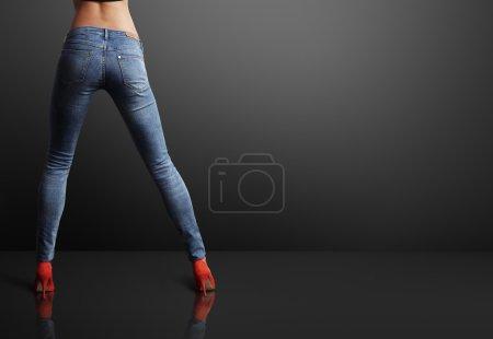 Woman wearing skinny jeans
