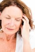 Zralá žena s bolestmi hlavy