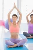 ženy děláte cvičení jógy