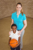 Basketbal hospodářství studenta s učitelem