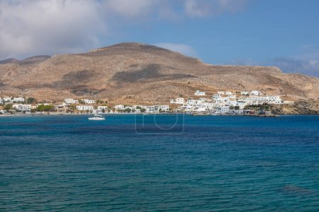 Photo pour Folegandros Island, Greece - 24 September 2020: View of the small port town on the island of Folegandros. Cyclades Archipelago, Greece. - image libre de droit
