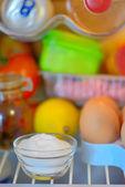 Natriumbikarbonat in Kühlschrank