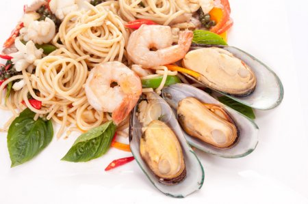 spaghetti with shrimps and mussels