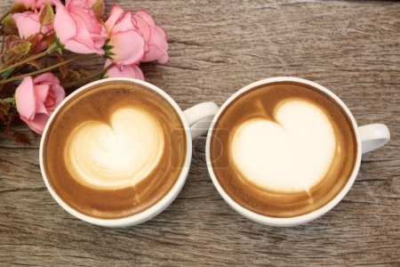 Photo pour Deux tasses de café de latte art - image libre de droit