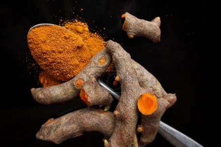 Roots and powder turmeric