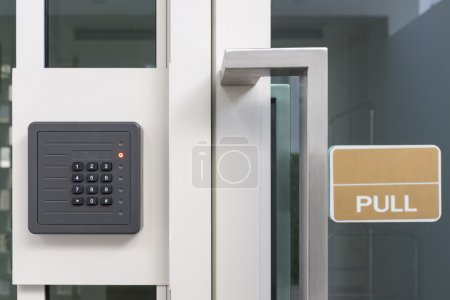 Electronic access control door box with numeric keypad