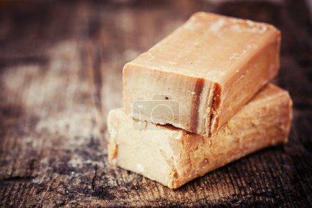 Photo pour Briques faites à la main de savon sur le fond en bois - image libre de droit