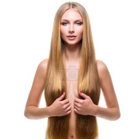 Photo pour Belle jeune femme aux cheveux blonds très longs. Isolé sur fond blanc. Espace de copie. Composition carrée . - image libre de droit