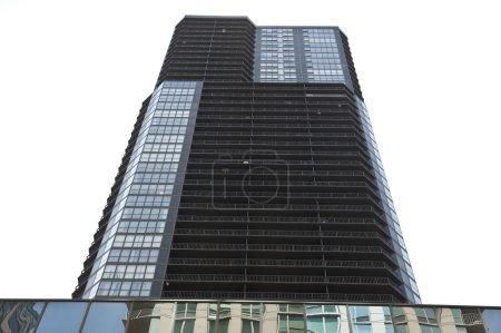 Photo pour Vue d'une partie du Trump International Hotel and Tower à Chicago, Illinois. Cette tour de 98 étages est un magnifique gratte-ciel et un hôtel de condo nommé d'après Donald Trump . - image libre de droit