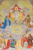 Vídeň, Rakousko - 17 prosince 2014: Detail velké fresky srdce Ježíše Krista s anděly a mecenáši půdy navrhl Josef Magerle (1948) v Erloserkirche kostele