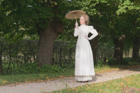 Chique victorian womanwith umbrella
