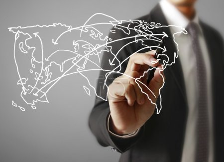 Photo pour Concept logistique, homme dessinant la carte du monde - image libre de droit